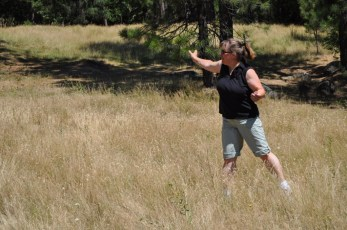 Luci showing that form honed after years of playing disc golf. That or ballet.