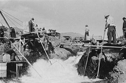 Dipnet fishing, 1941