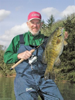 Bruce Holt - PB smallmouth - 7lbs-3oz