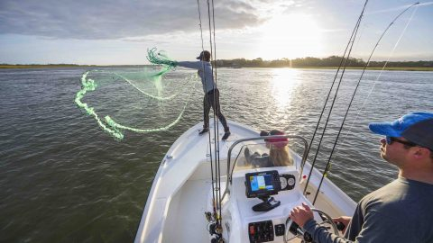 """Lowrance Wants You and Your Customers to """"HOOK a Great Deal"""""""