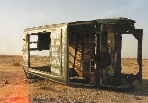 autowrak in de Sahara