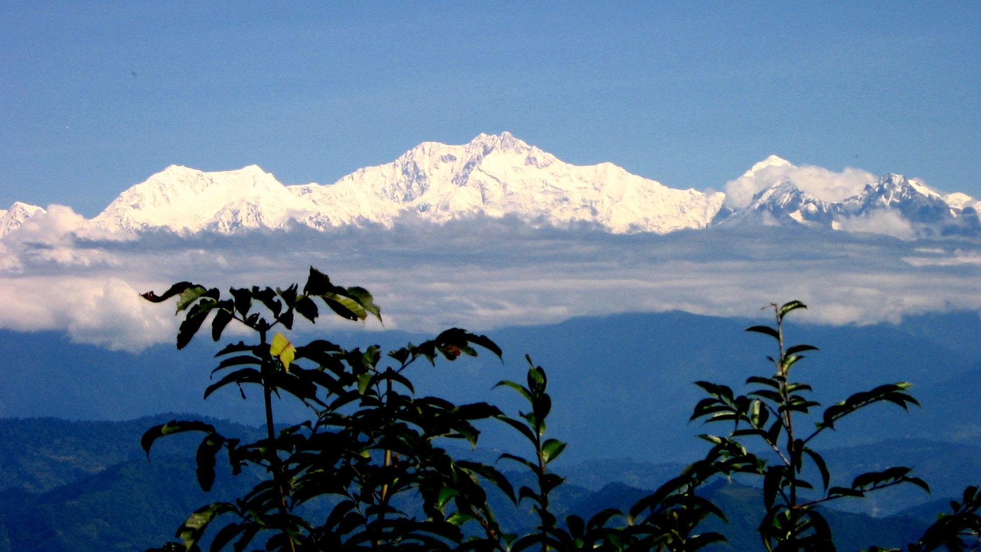 Darjeeling Singalila Ridge Trek – View of Mt. Everest & Kanchenjunga