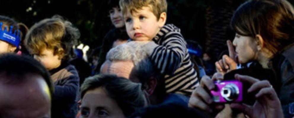 Dolor de Espalda por cargar niño a hombros