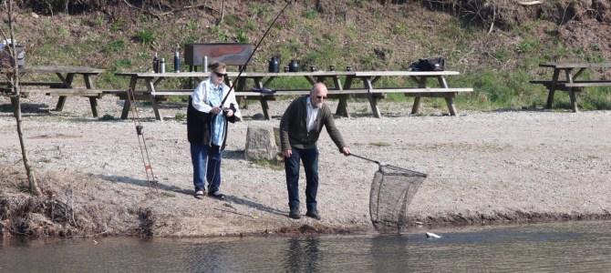 De kan ikke se fisken, men de kan godt fange den