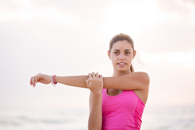 cross arm stretch exercise to release soreness