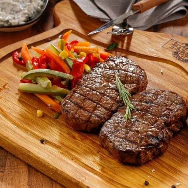 steak and low carbohydrate vegetables are part of the best diet for men