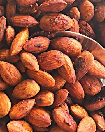 spicy roasted almonds is an easy snack that is quick to prepare