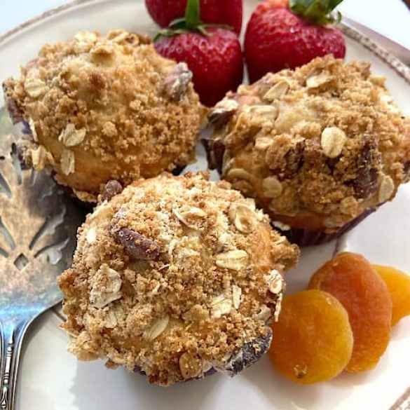Healthy apricot oat muffins