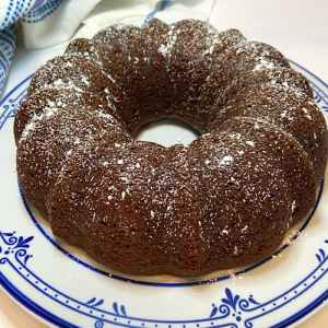 Quick and simple pumpkin cake with a dusting of powdered sugar