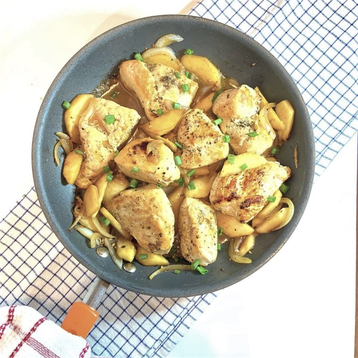 chicken saute with apple and onions