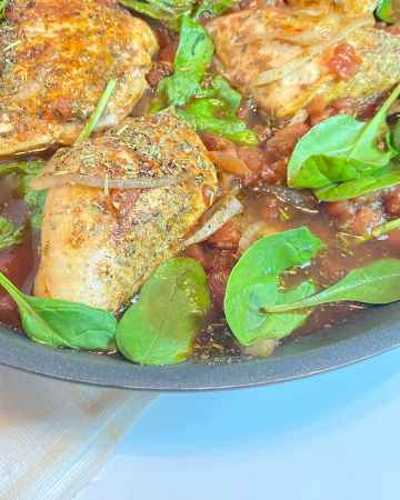 a pan of balsamic chicken breasts ready to serve