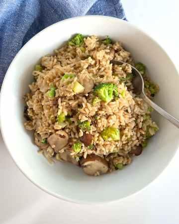broccoli leek mushroom and brown rice in bowl