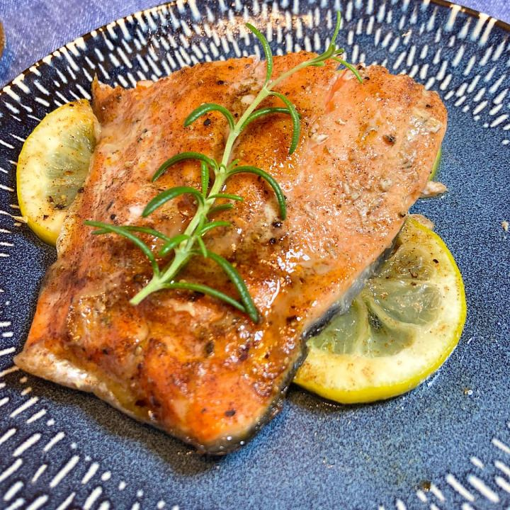 cooked salmon on with lemon on plate