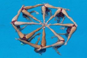 Australian+Synchronized+Swimming+Portraits+GeXYeYzzMTdl