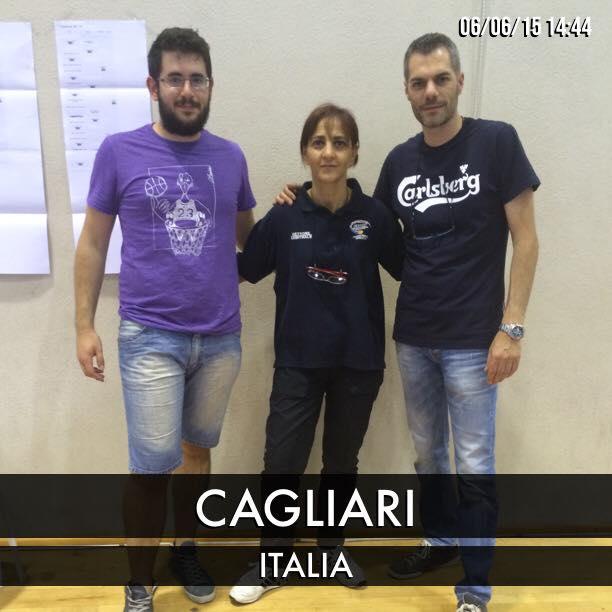 L'arbitro Rossana Spiggia tra Carrucciu e il responsabile del torneo di Tennistavolo di Ateneika