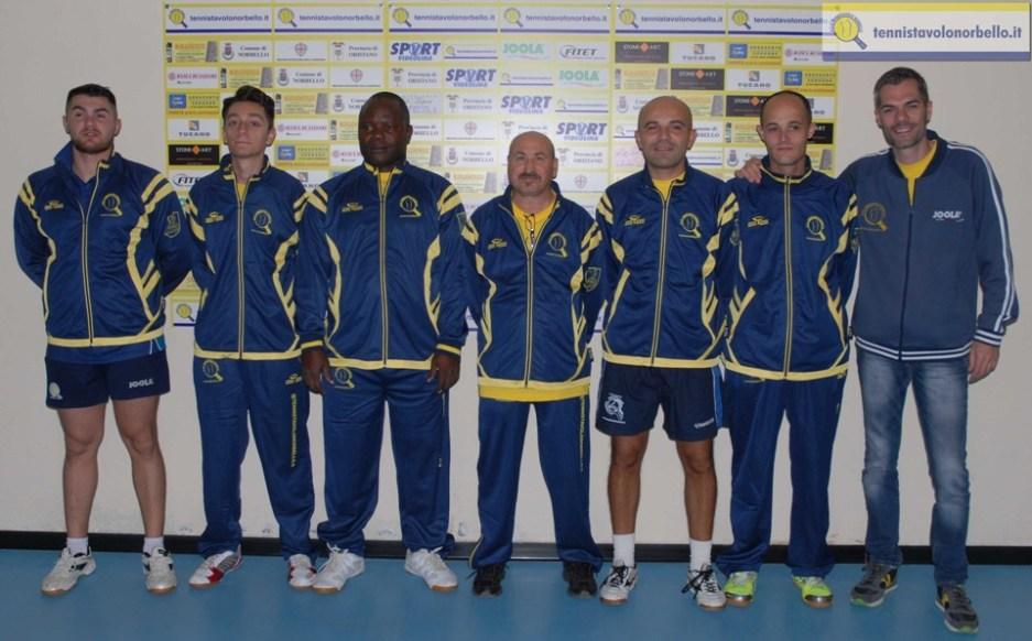 La lunga squadra C1 del Tennistavolo Norbello (Foto Gianluca Piu)