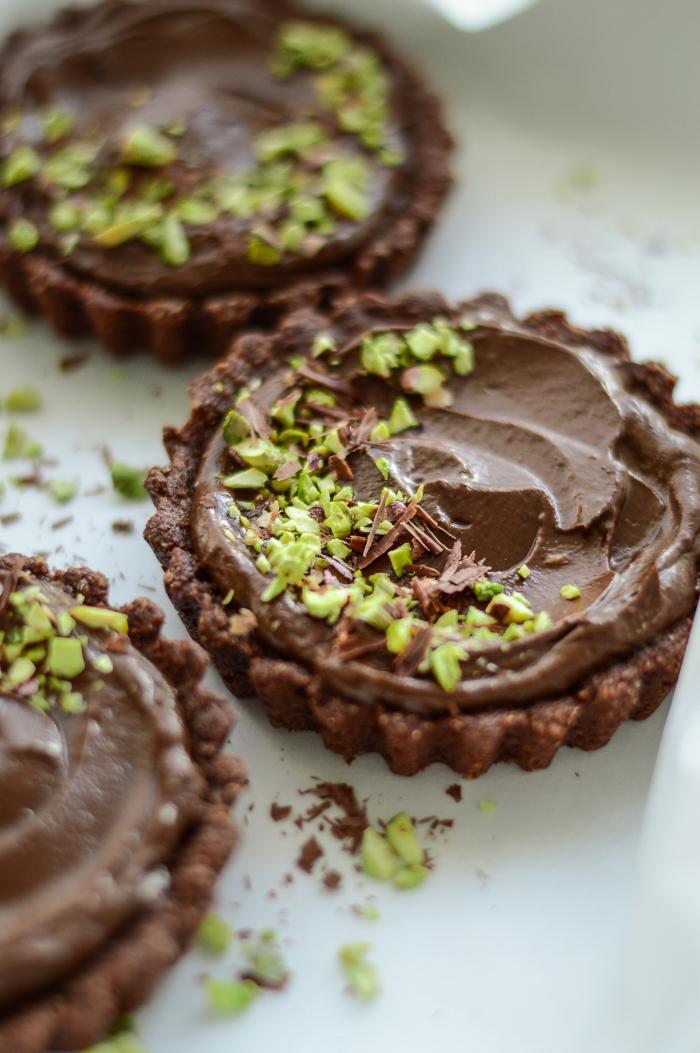 Healthy #chocolate tarts #vegan #sugarfree #dairyfree #healthy #cleaneating via @fit.foodie.nutter