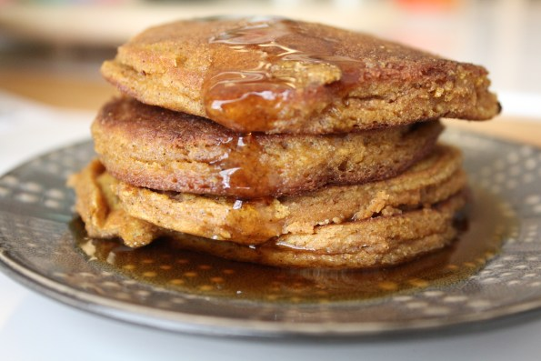 Paleo Pumpkin Pancakes - fluffy, flavorful, and delicious!