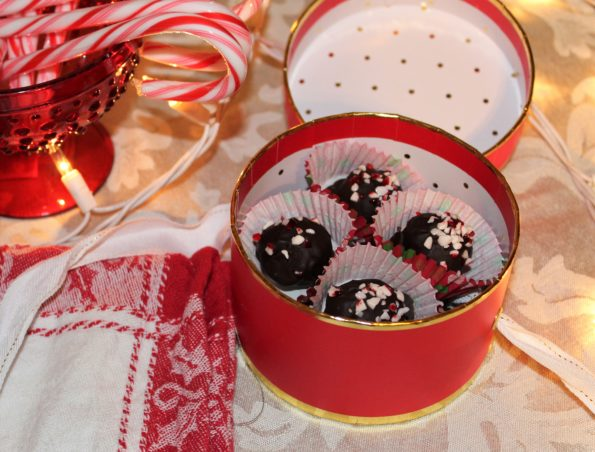Dark Chocolate Peppermint Truffles - naturally sweetened, no-bake, delicious paleo truffles!