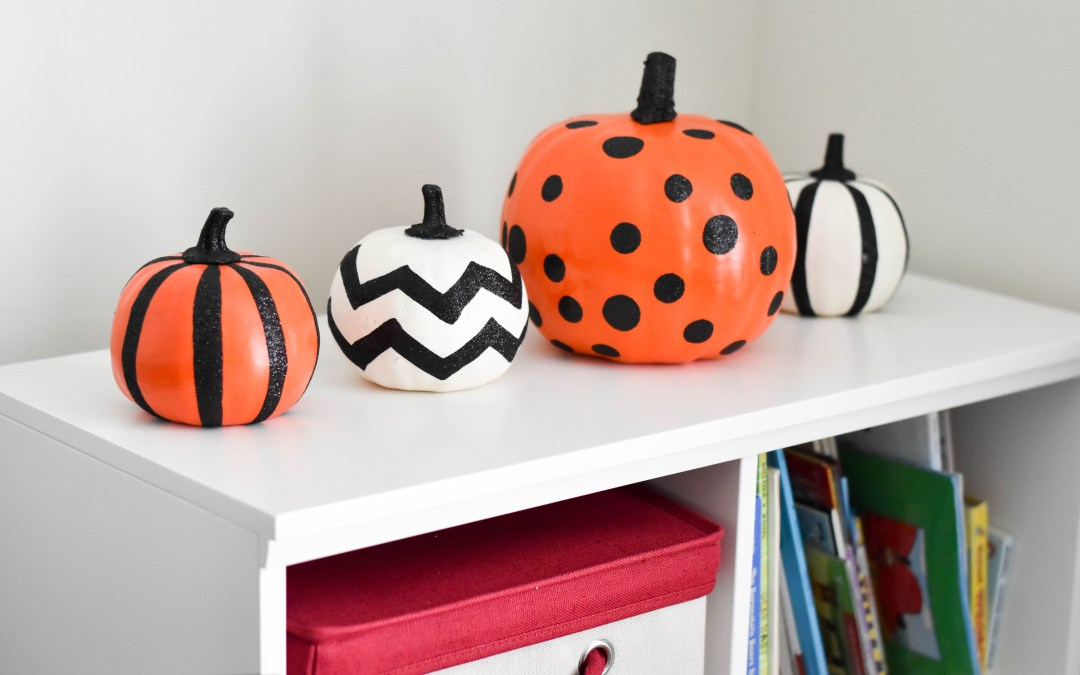 Halloween decor 2017 + how we handle all the candy