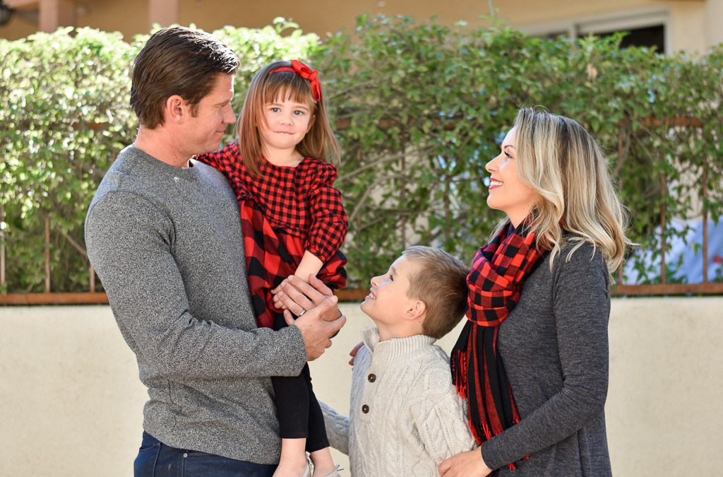 How we managed DIY family Christmas pictures on a budget+ outfit ideas