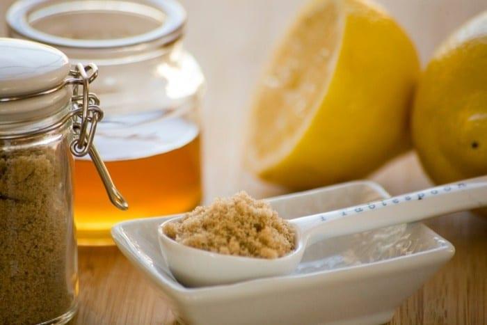 Miele o zucchero di canna