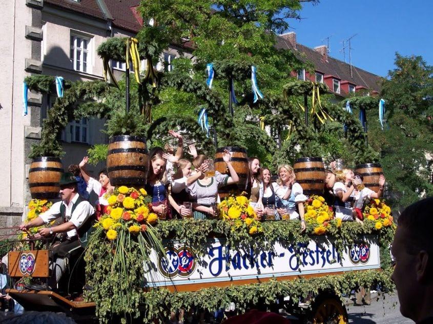 Oktoberfest - Sfilata dei carri