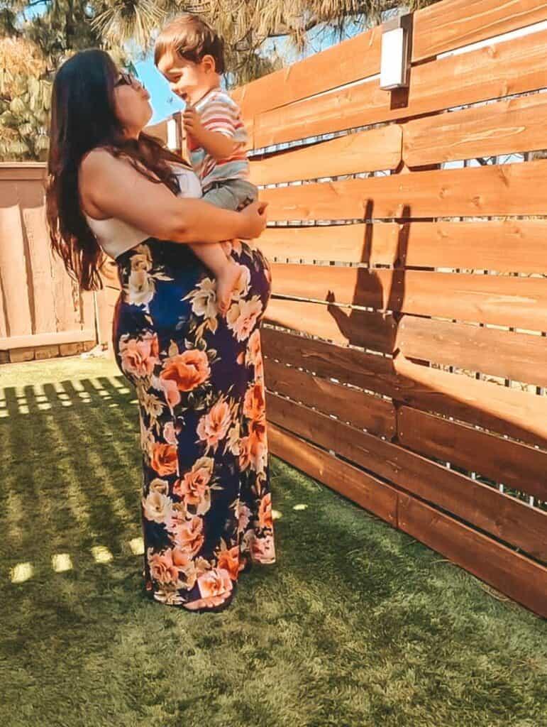 backyard maternity photo