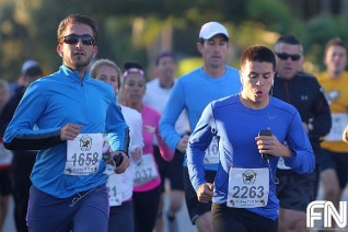 blue shirt runners