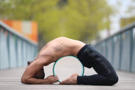 yoga-wheel- عجلة اليوغا