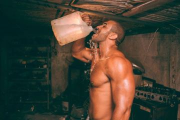 Man drinking water for weight loss