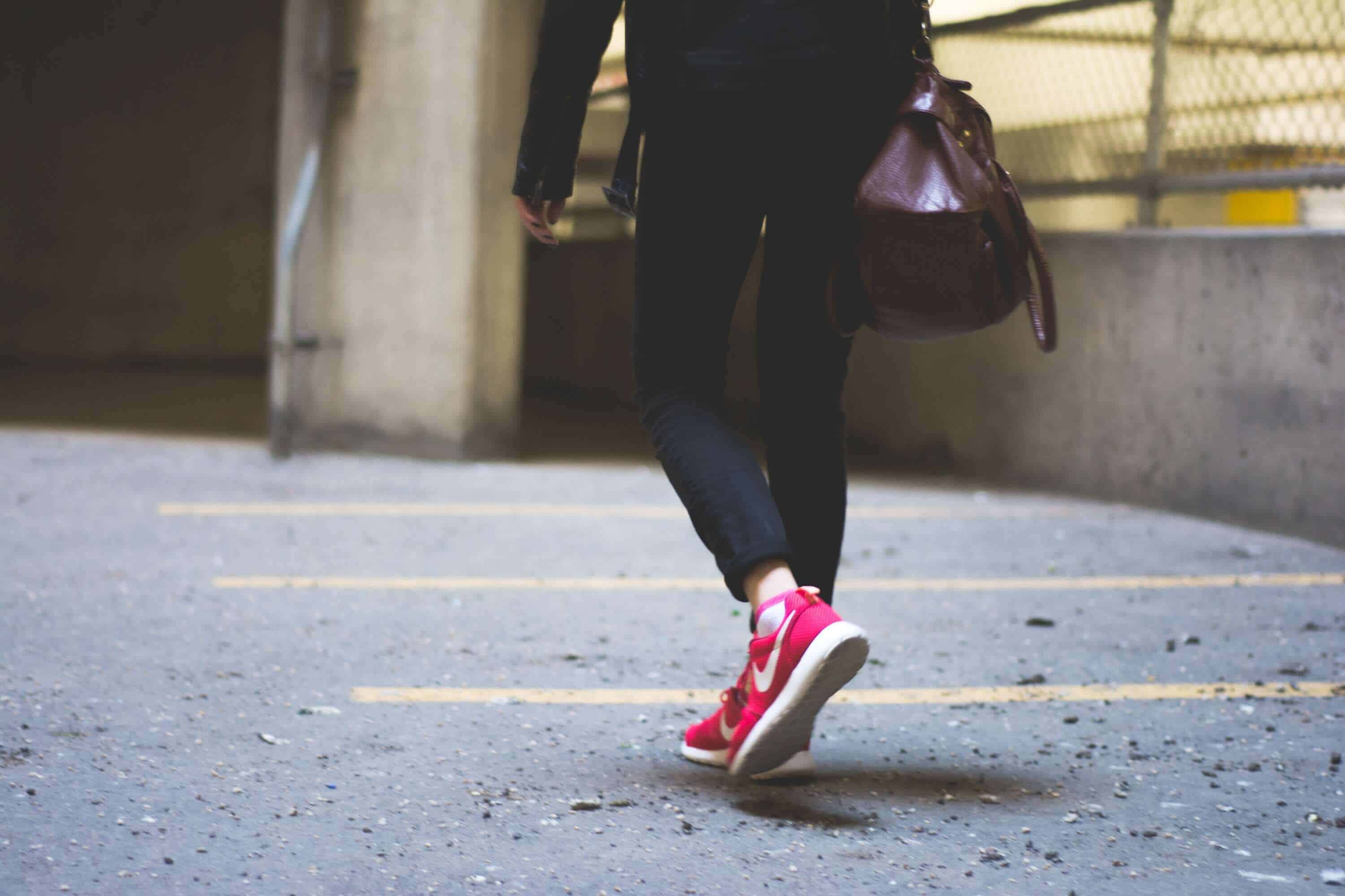 GYM BAG ESSENTIALS – 8 ITEMS YOU MUST HAVE