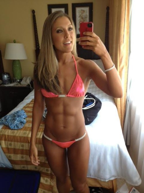 girls with abs (25)
