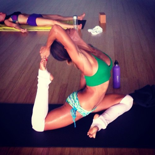 sexy yoga girls (14)
