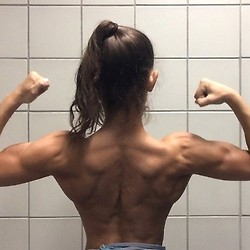 girls with muscle (14)