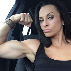 girls with muscle (39)