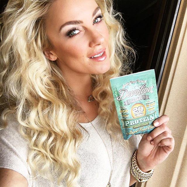 Amber Nichole Miller (33)