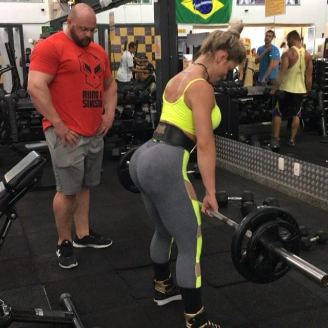 Roberta Zuniga brazilian fitness model (22)