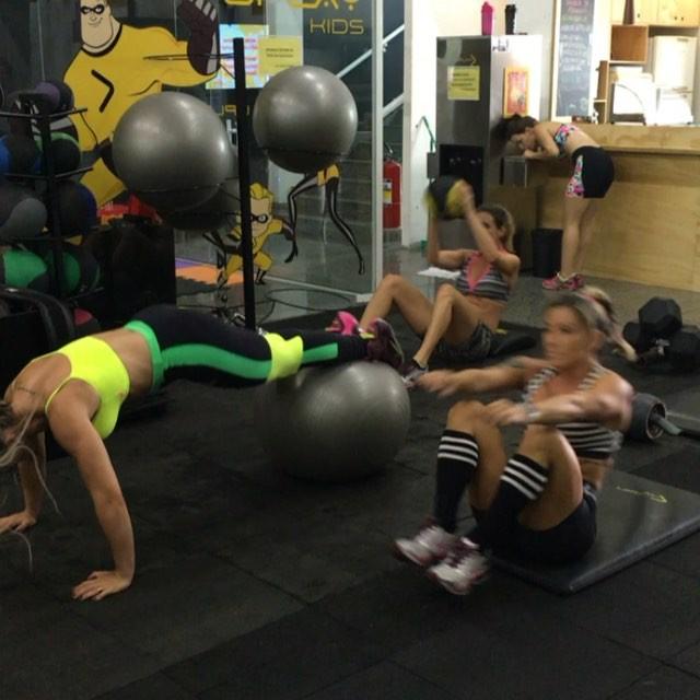 Roberta Zuniga brazilian fitness model (26)