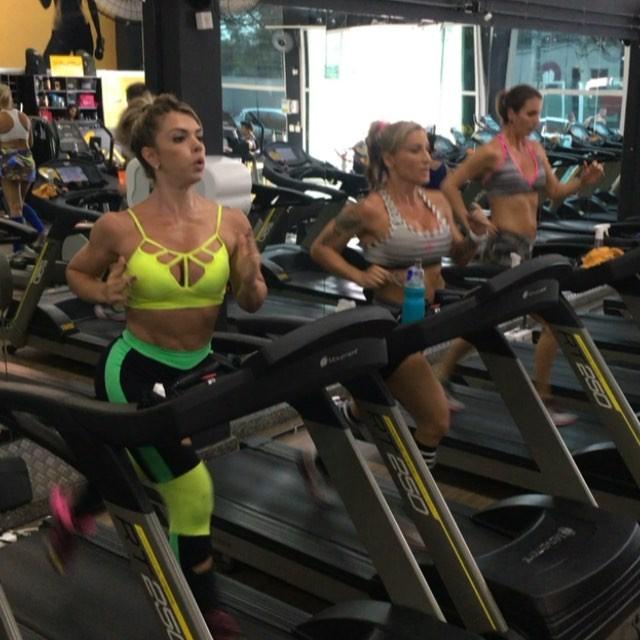 Roberta Zuniga brazilian fitness model (3)