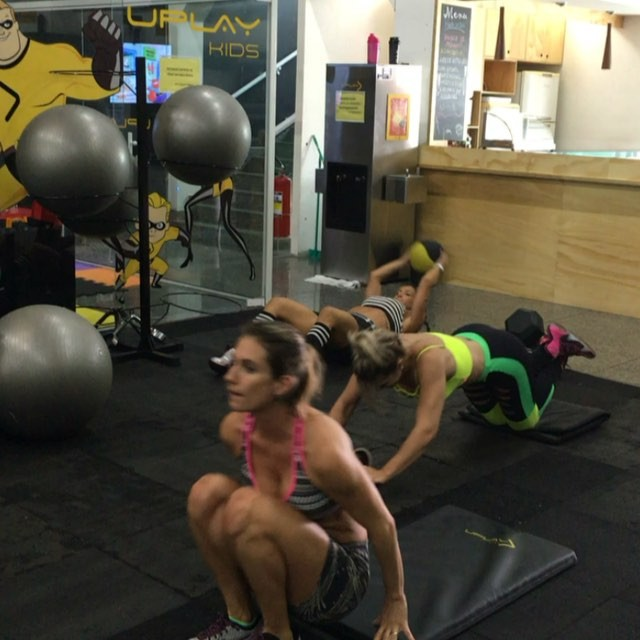 Roberta Zuniga brazilian fitness model (57)