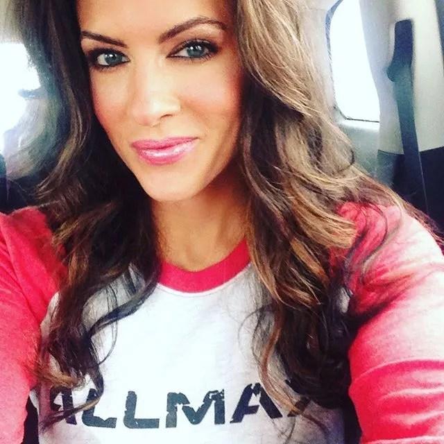 Amanda Latona (2)