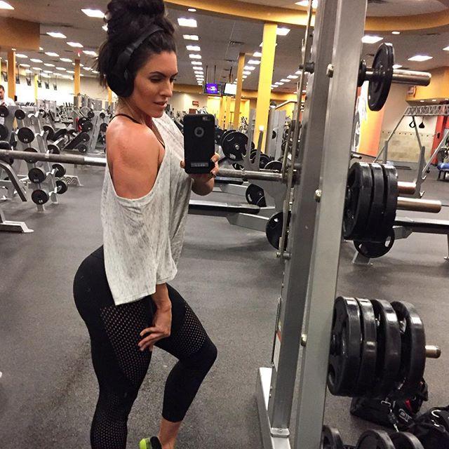 Amanda Latona (21)