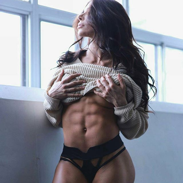 Bianca Gabriela (33)