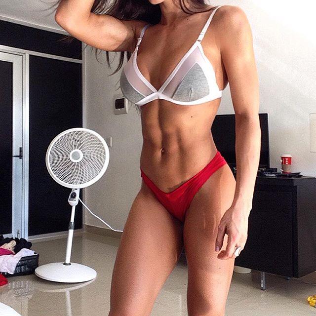 Bianca Gabriela (47)