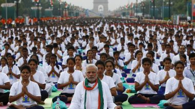 14-photos-of-indian-prime-minister-narendra-modi-leading-35000-people-in-yoga-777x437