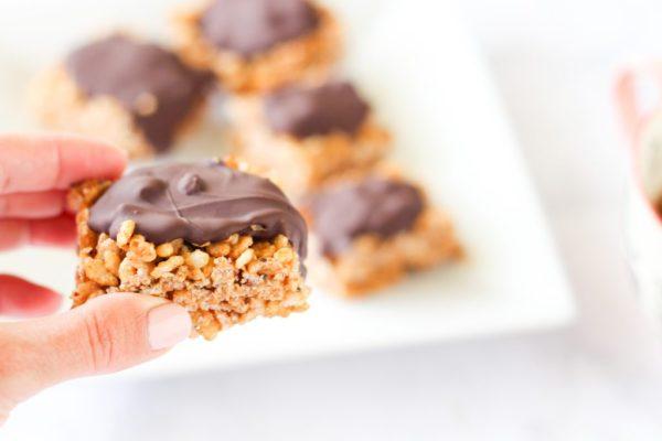 Crunchy almond butter chocolate bars. A delicious, healthy, gluten-free dessert! fitnessista.com