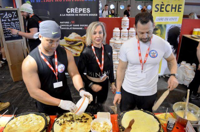 l'équipe de Yam Nutrition en train de faire des crêpes de patates douces