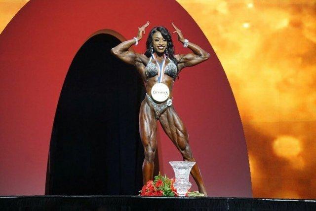 Shanique Grant a bien défendu son titre et remporte le titre Women's Physique à Mr Olympia pour la deuxième fois d'affilée !