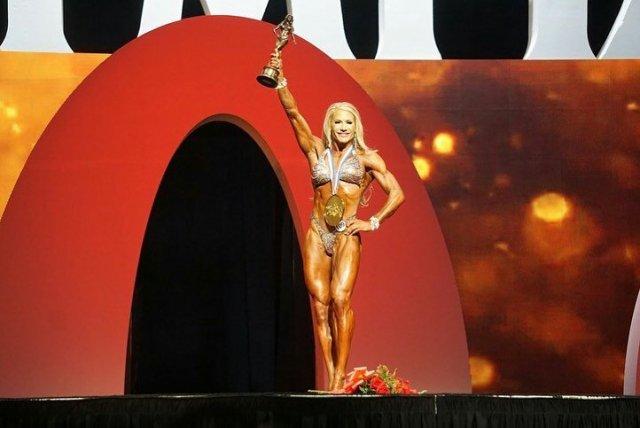 Whitney Jones remporte la victoire dans la catégorie Fitness à Mr Olympia.
